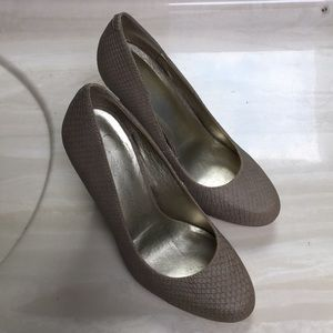 JessicaSimpson Nude Snake Skin heels 7